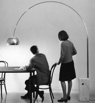 I fratelli Castiglioni creano la lampada Arco