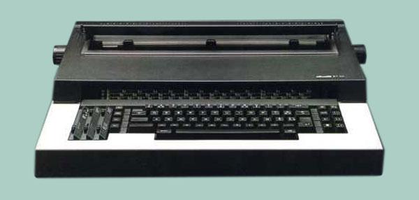 La Olivetti ET 101 è la prima macchina da scrivere elettronica